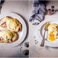 Tosty z szynką dojrzewającą i jajkiem w koszulce / Toasts with ripening ham and poached egg