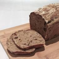Chleb z suszonymi śliwkami i ziarnami