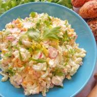 Sałatka z fetą, selerem, rzodkiewkami i kukurydzą (Insalata con feta, sedano, ravanelli e mais)