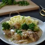 Karkówka w sosie cebulowo – brokułowym