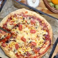 Pizza XXL z kabanosami, kukurydzą, papryką i pieczarkami