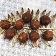 Besan ladoo, czyli słodkie kuleczki z prażonej mąki ciecierzycowej