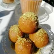 Indie - Słodkie kule z mąki z ciecierzycy (Besan ladoo)