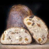 Słodki chleb żytni z orzechami i suszonymi owocami