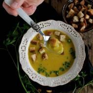 Zupa porowa z grzankami