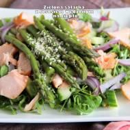 Zielona sałatka z łososiem wędzonym na ciepło