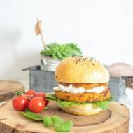 Burger z czerwonej soczewicy