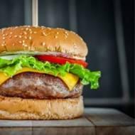 Klasyczne burgery z grilla – przepis