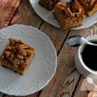 Pełnoziarniste ciasto drożdżowe z jabłkami, cynamonem i kruszonką