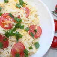 Ryż smażony z jajkiem i pomidorkami – ekspresowy przepis
