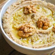 Hummus daktylowy z orzechami