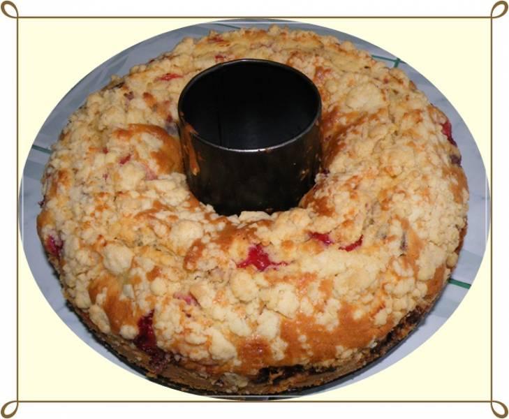 Ciasto budyniowe z owocami i kruszonką