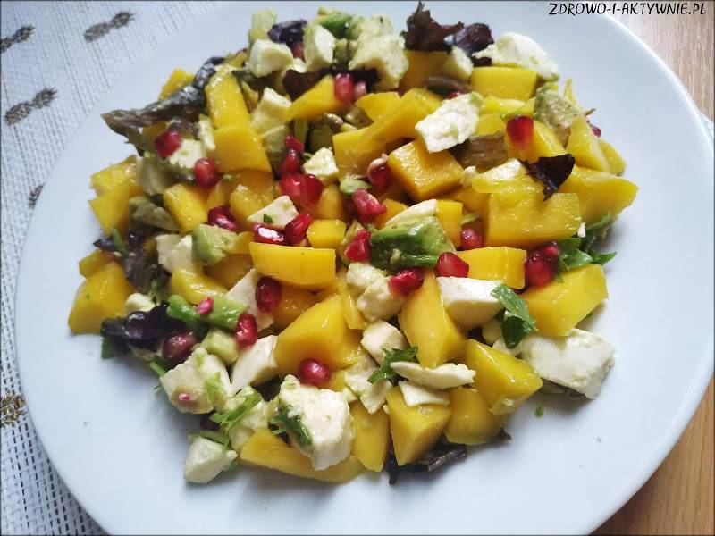 Sałatka z mango, awokado i mozzarelli