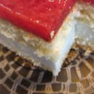 Pyszne ciasto ze zmiksowanymi truskawkami