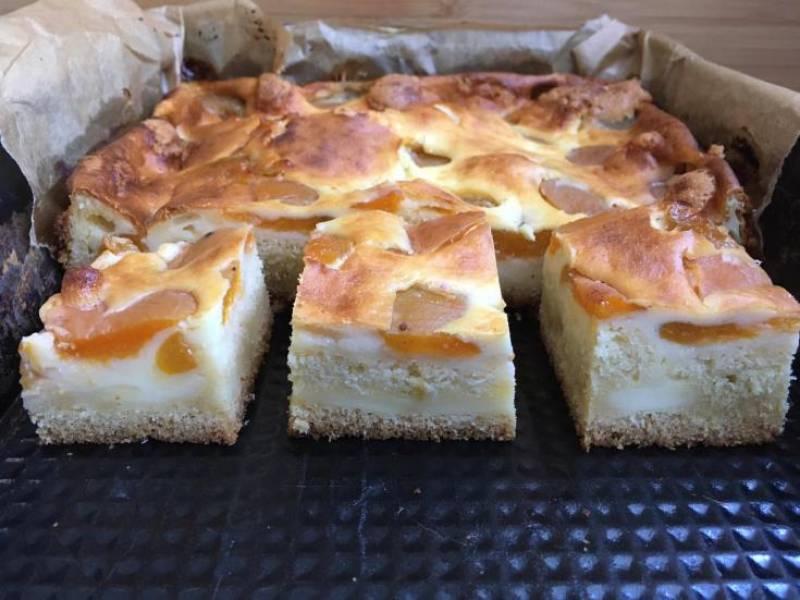 Ciasto ucierane z  masą serową i owocami