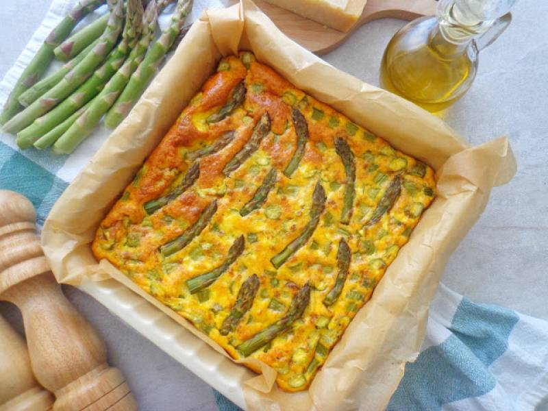 Pieczona frittata ze szparagami (Frittata con asparagi al forno)