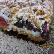 Ciasto kruche z delikatną pianką ,malinami i borówkami