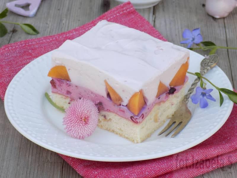 Ciasto biszkoptowo-jogurtowe z brzoskwiniami