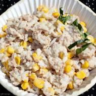 Prosta sałatka ryżowa z tuńczykiem i kukurydzą