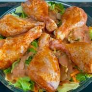Udka z kurczaka pieczone na młodej kapuście