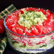 Surówka z pomidorem malinowym