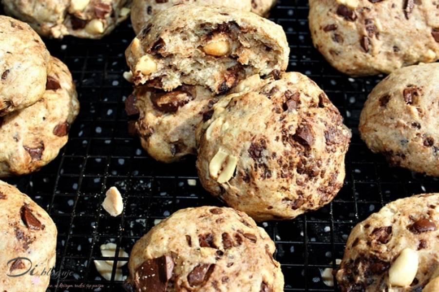 Szybkie i tanie ciasteczka z solonymi orzeszkami i czekoladą (na wodzie i oleju, bez jajek)