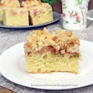 ciasto maślane z rabarbarem i kruszonką