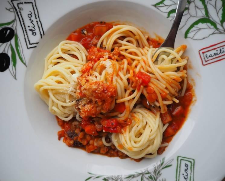 Wegańskie spaghetti a'la bolonese