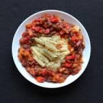 Makaron w sosie z bakłażanem, papryką i rodzynkami