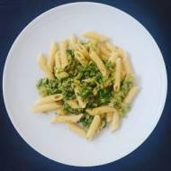 Makaron z brokułem, cebulą i czosnkiem
