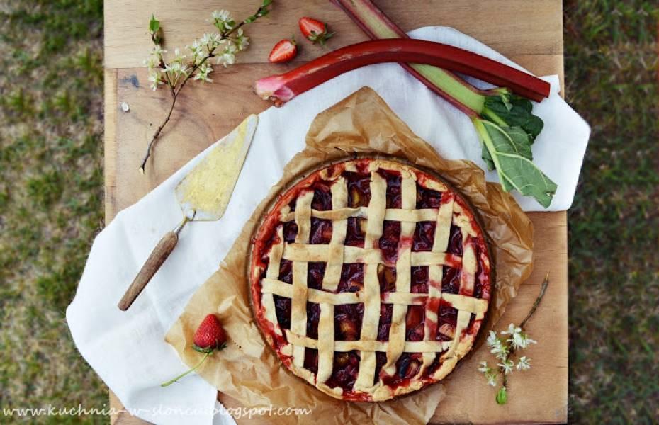 Placek z rabarbarem i truskawkami, czyli klasyka wiosennych słodkości