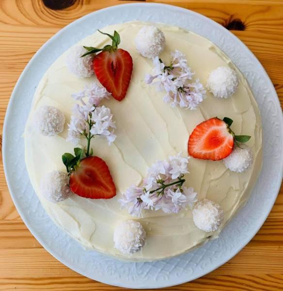 Tort kokosowy z konfiturą truskawkową by Oliwia :)