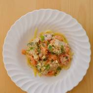 143. Obiad w 20 minut, czyli makaron z brokułami, wędzonym łososiem, suszonymi pomidorami i serkiem śmietankowym