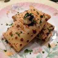 Naleśniki zapiekane z wędliną, serem i pieczarkami