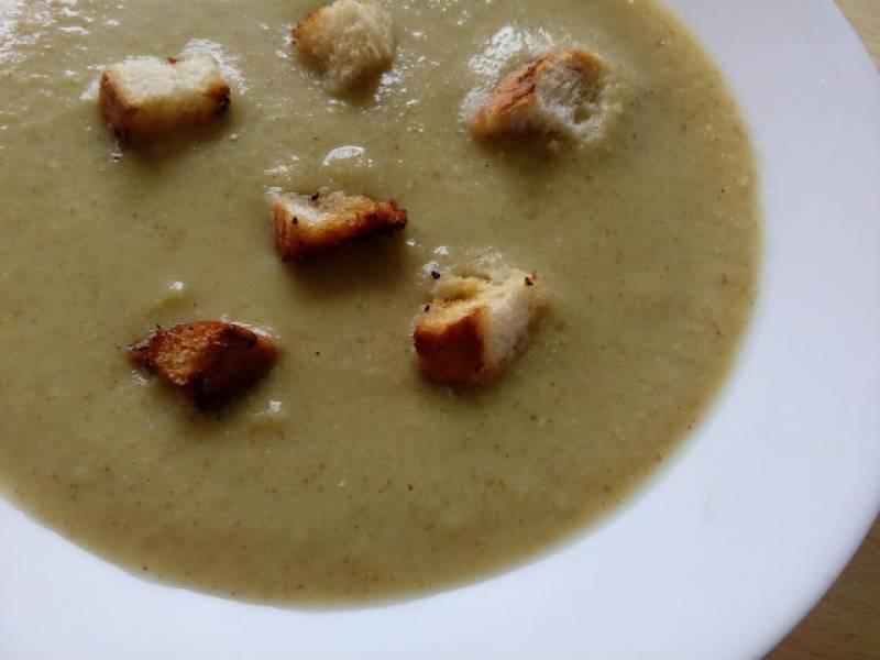 Zupa-krem z brokułów z grzankami