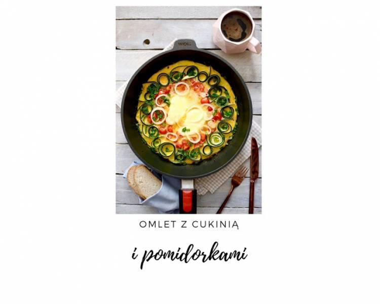 Omlet z cukinią, pomidorkami i oscypkiem