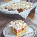 Ciasto z rabarbarem i bezą na dużą blachę