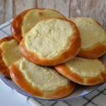 Domowe drożdżówki z serem