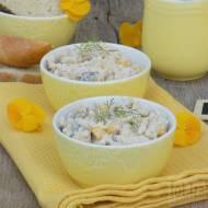 Sałatka z kaszą jaglaną, tuńczykiem, ogórkiem i kukurydzą