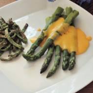 Szparagi ze szpinakowym nalesnikiem i sosem holenderskim