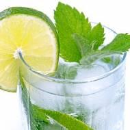 Woda mineralna, źródlana czy stołowa?