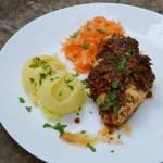 145. Prosty i pyszny obiad, czyli: zapiekana pierś z kurczaka pod czarnymi oliwkami i suszonymi pomidorami z czosnkiem niedźwied
