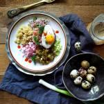 Tatar z Matiasa z ogórkiem małosolnym i quinoą
