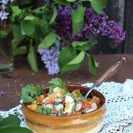 Sałatka z kaszą gryczaną i liśćmi rzodkiewki