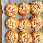Drożdżówki z rabarbarem i kruszonką / Rhubarb Buns With Streusel Topping
