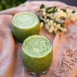 Zielony koktajl ze szpinakiem, kiwi i cytryną