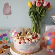 Malinowy tort urodzinowy