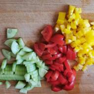 Sałatka z roszponki, fety i pomidorów suszonych. Idealna na grilla.