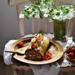 Rolada z herbatą matcha i truskawkami