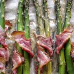 Szparagi zapiekane z wędzonym boczkiem